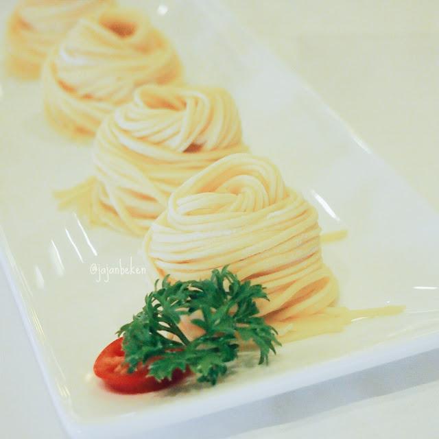 Hand Made Noodle (IDR 24K).