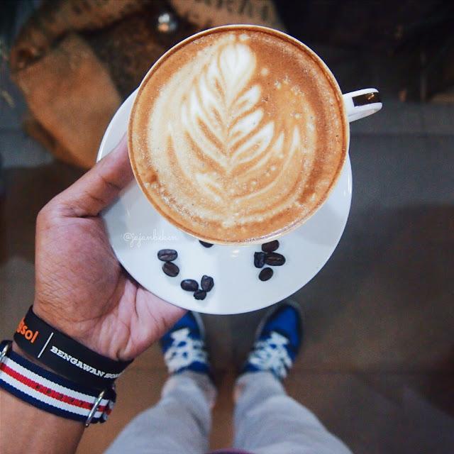 jajan beken membuat latte art