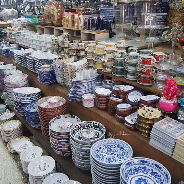 belanja peralatan makan di mayestik