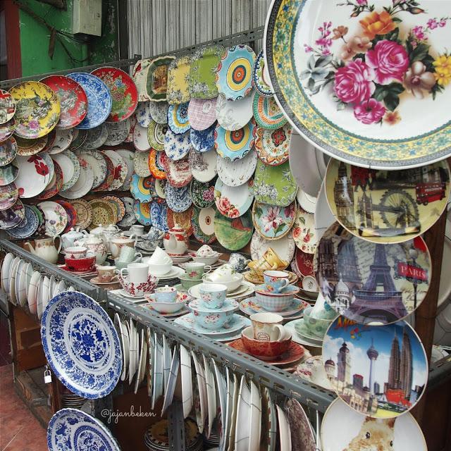 table-ware-at-mayestik-market-jakarta