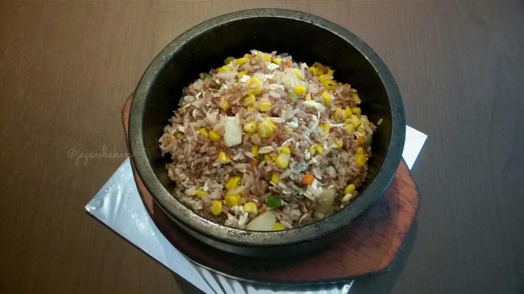 Nasi Goreng Beras Merah (IDR 156K).
