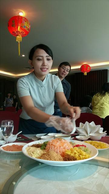 serving ming dining