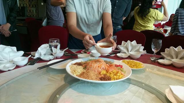 serving yee sang2