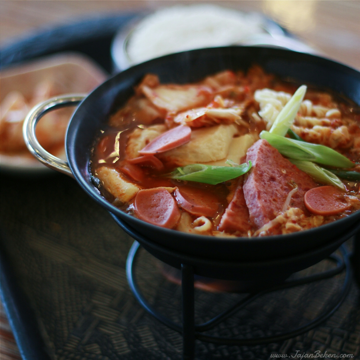 jajan beken - mujigae korean food