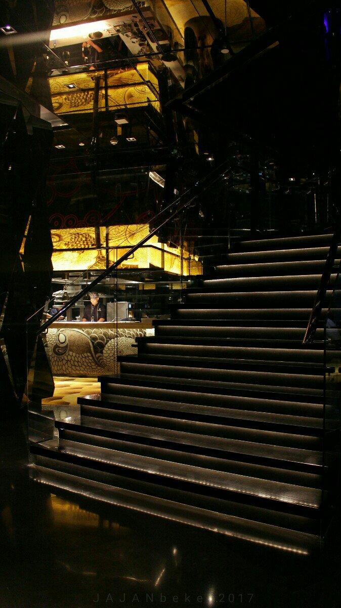 Jajanbeken henshin bar and lounge