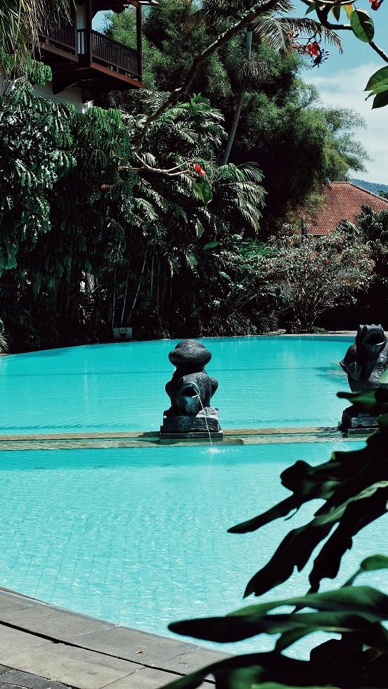 jajanbeken hotel puncak kolam renang keluarga