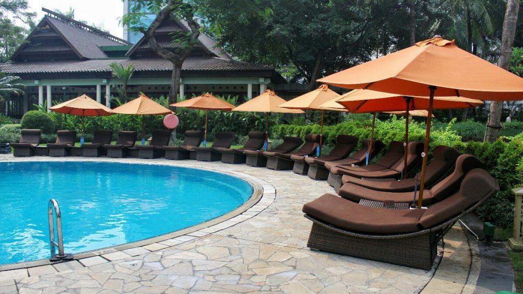 shangri-la jakarta swimming pool