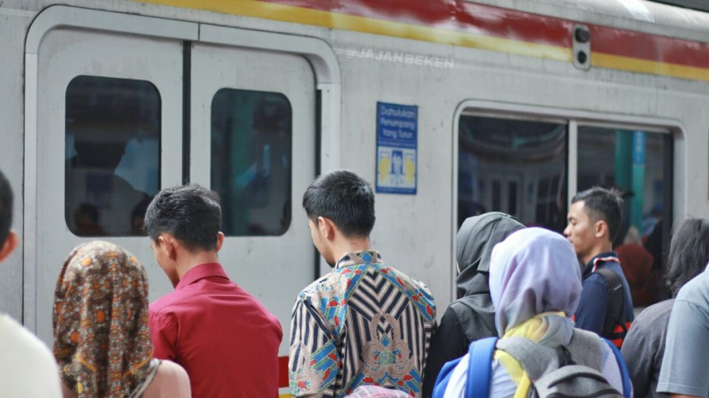 jajanbeken how to use commuter line jakarta