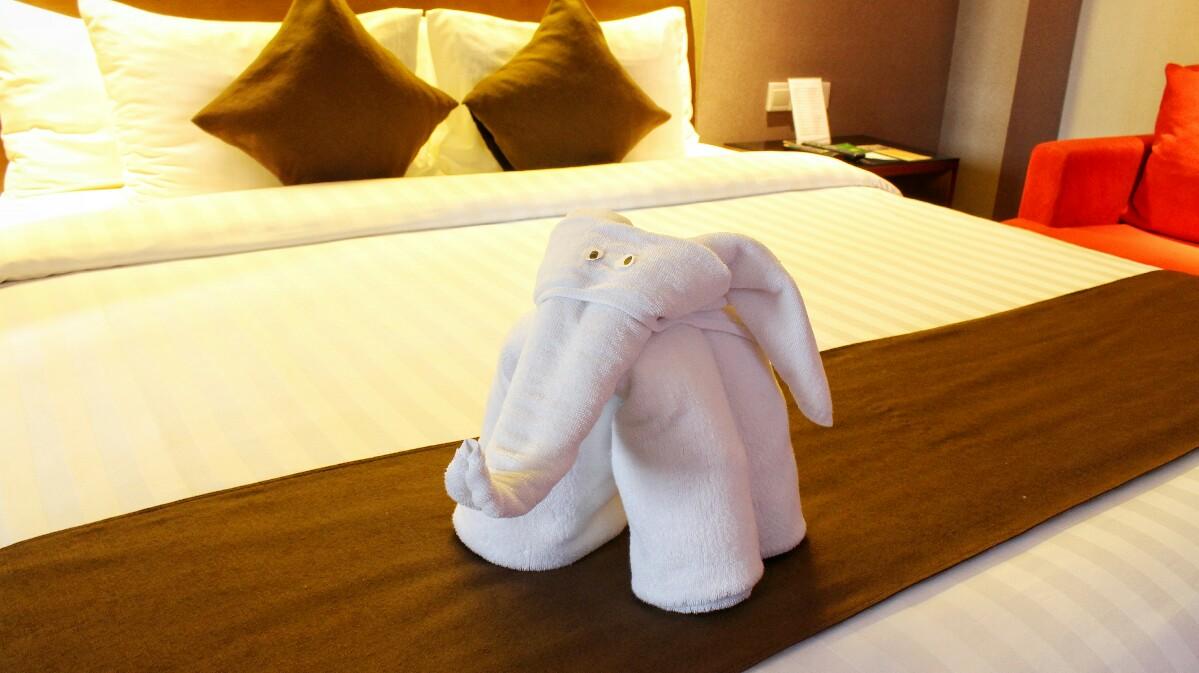 jajanbeken aston hotel pluit price